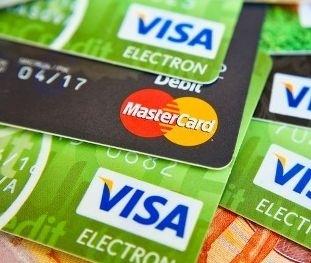 Чим кредитні карти відрізняються від дебетових і як ними користуватися