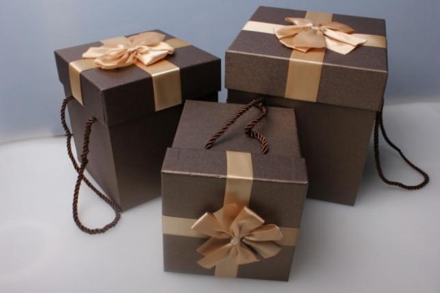 Як підібрати та де купити якісні подарункові коробки?